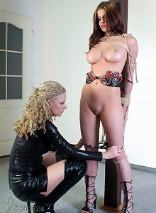 Latex mistress trains her slave girl